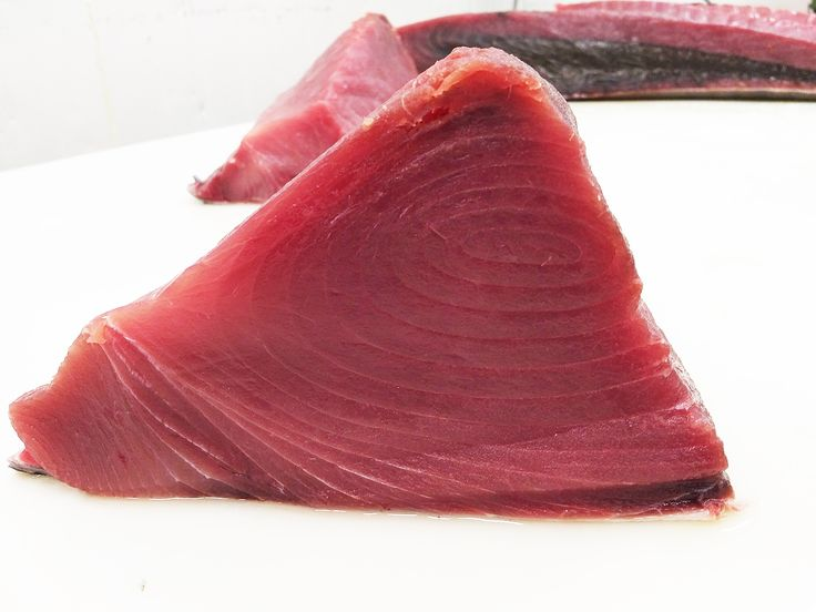 #HOUSECUT video Yellowfin Tuna cut by a Seacore expert.  Wild, handline caught  https://youtu.be/mzWbz_Vpybo #sushigrade
