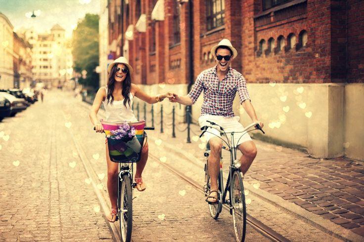 Люди Влюбленные пары Дороги Мужчины Велосипед Улица Шляпа  Девушки