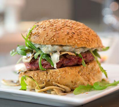 Burgers au roquefort et champignons   Envie de bien manger http://www.enviedebienmanger.fr/recettes/soci%25C3%25A9t%25C3%25A9