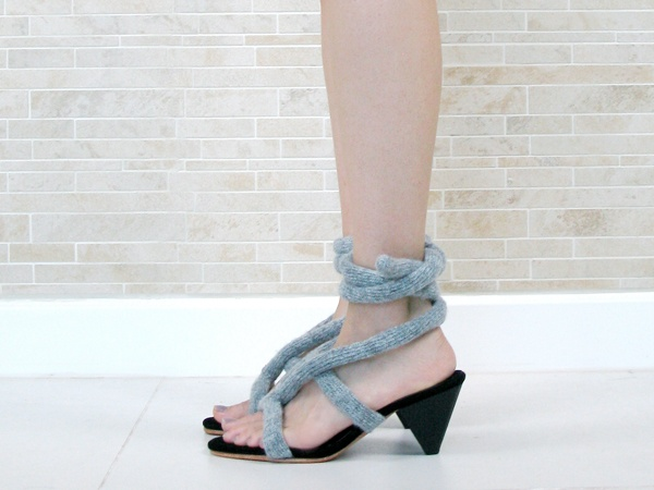 one sheepish girl: Knitting Inspiration - Knit Rope Lace-up SandalsRopes Laceup, Lace Up Sandals, Stores Shoes, Knits Inspiration, Sheepish Girls, Girls Generation, Ropes Lace Up, Knits Ropes, Laceup Sandals