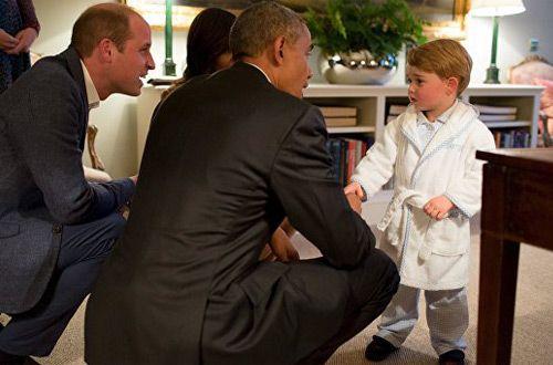 Британский принц Джордж вышел к Бараку Обаме в пижаме и халате (фото)