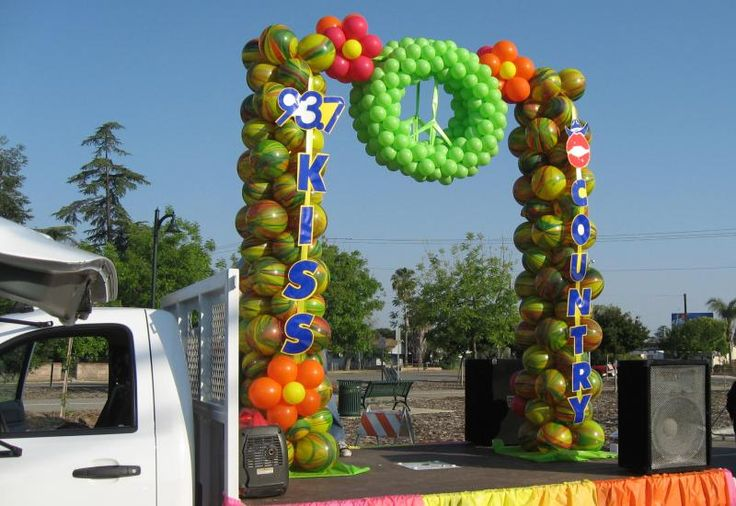 Rodeo Parade Float Pictures Giant Balloon Easter Basket