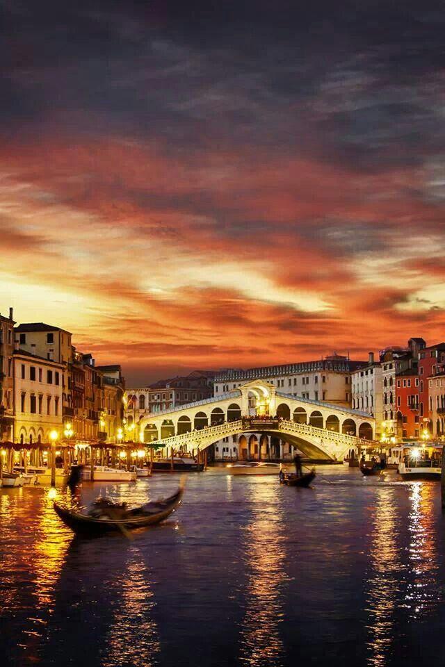 Ponte di Rialto,Grand Canal, Venice, Italy