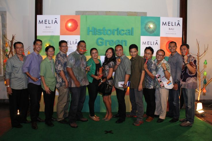 Just me posing with the online agents I currently handle. They are Booking.com, Agoda.com, Hotelbeds and Expedia. Next year I have to have more online agencies as top 20 producer of @MELIÃ BALI. Historical Green awarding night, December 20, 2013.