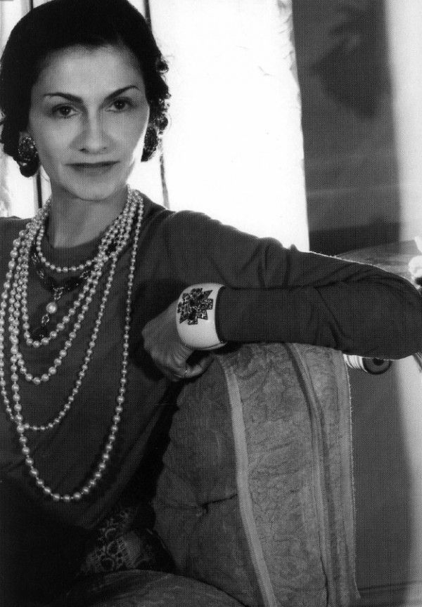 Coco Chanel in a good example of a confident pose.  Powerful photography profile as a nonverbal communication.
