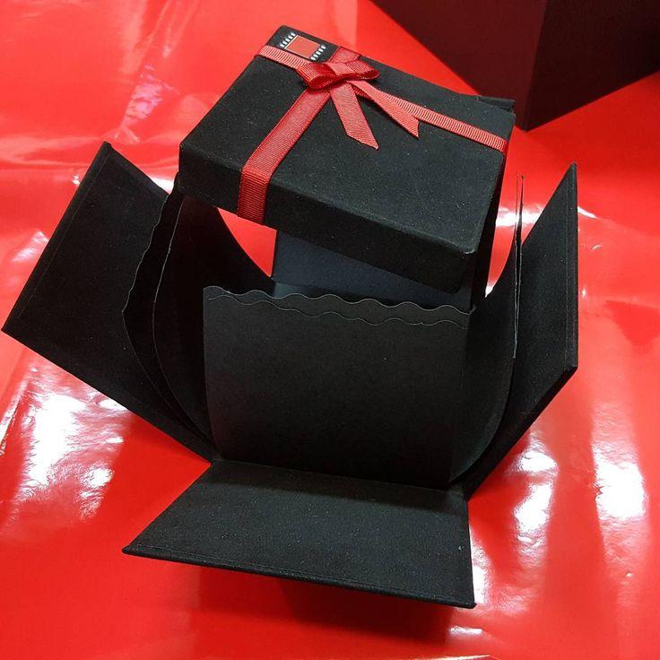 """Instagram'da @corner.kutu: """"Corner açılan albüm kutu #handmade #hediyelikkutu #explodingbox #hediye #patlayankutu #elyapimi #kutu bilgi ve sipariş için…"""""""