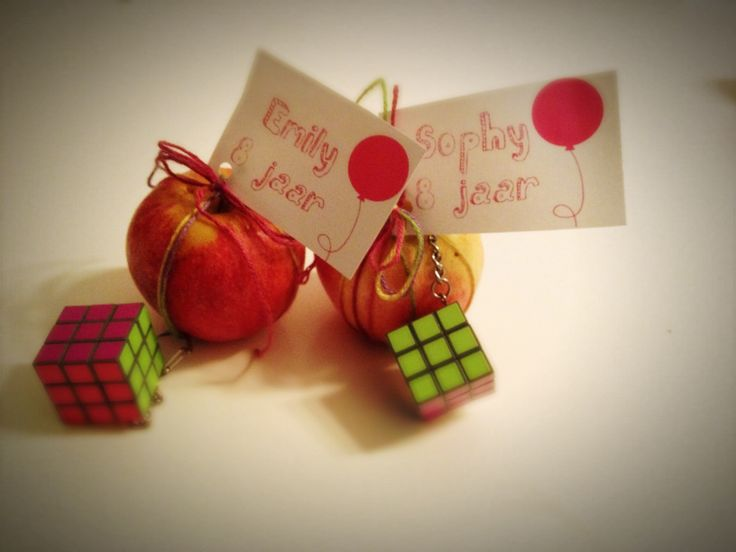 Smart candy treats for school. You need: apples, printer, woll strings and a mini Kubus.