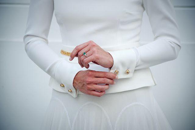 Gold chains for a bride? We love them!!!! La novia de las cadenas doradas, las bodas de Tatín. Vestido de novia de Roberto Diz. Fotografía y Molina y Royo