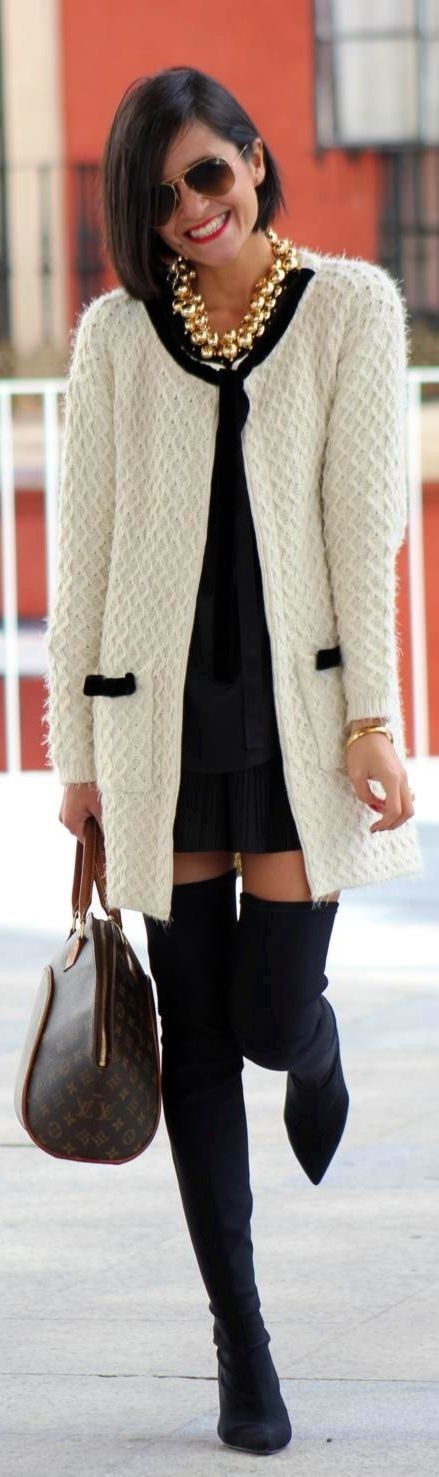 #Black & #White by By ElBlogdeChuchus I want that knit jacket, bag and gold necklace