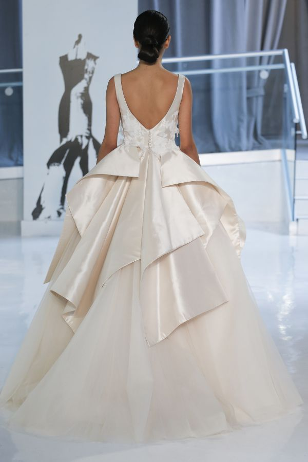 Peter Langner couture wedding dress: http://www.stylemepretty.com/2017/04/24/peter-langner-spring-2018-celebrates-25-years-in-bridal-couture/ Photography: Dan Lecca