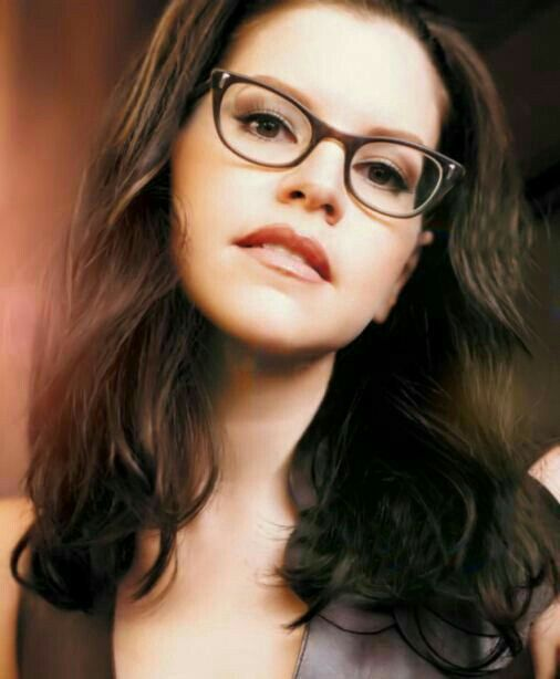 The Absolutely Gorgeous Lisa Loeb 💖💚💛❤💜💙😍