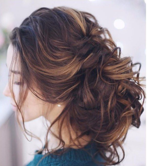 Best New Year S Eve Hairstyle And Tutorials Side Bun Hairstyles Hair Styles Easy Summer Hairstyles