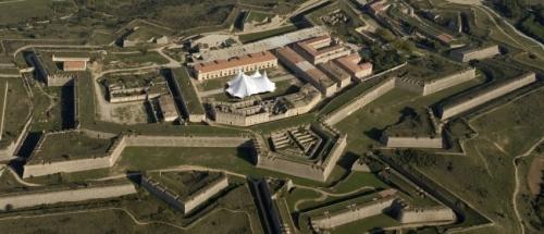 VIVE LE CIRQUE !!!!!!! Wellcome to the 1. International Cirque Festival. Chateau de Sant Ferran, Figueres, Empordà, Spain (foto): infocirco.com