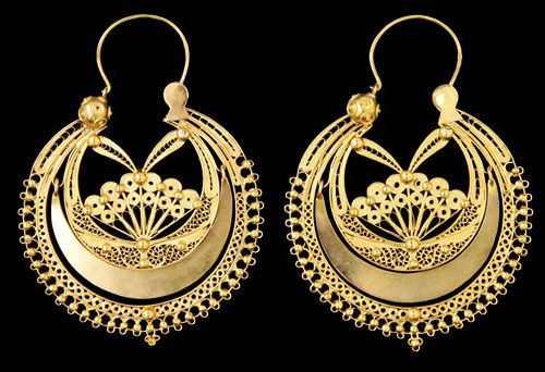 "Traditional portuguese filigree earrings, from Viana do Castelo, called ""arrecadas"". This is one of the few cases in which jewelery of the privileged classes imitated popular pieces of jewelery. Currently it is circular in shape, with a moon shaped part, filigreed ""SS"", closing with an inverted triangle. They are made with open filigree, sometimes they have a Viana bead in fitting, or have beads all the way around (usually five)."