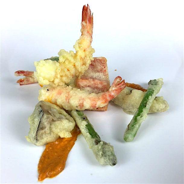 La tempura es la masa que se usa para la fritura rápida japonesa, aunque también denominamos así a los platos con ingredientes rebozados y fritos con esta masa.El origen de la palabra tempura l…