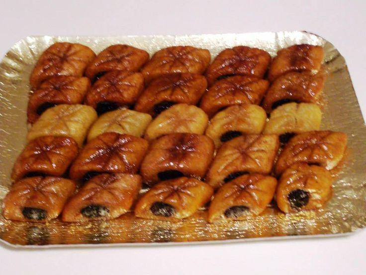 DOLCI ARABI Maqroud: dolcetti di Cous Cous ripieni di Datteri, con Chiodi di Garofano e Acqua di Fiori d'Arancio Samsa e Baklawa: Pasta Fillo ripiena di Frutta Secca con Cannella e Miele #mychefhome #cucinacasalinga #asporto #italianfood #foodsharing #desserts #dolci #party #messina