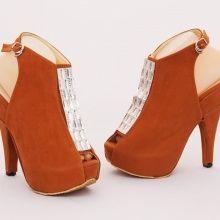 Sepatu heels diamond casual trendy. Warna coklat. Heels 11 cm. Bahan beludru