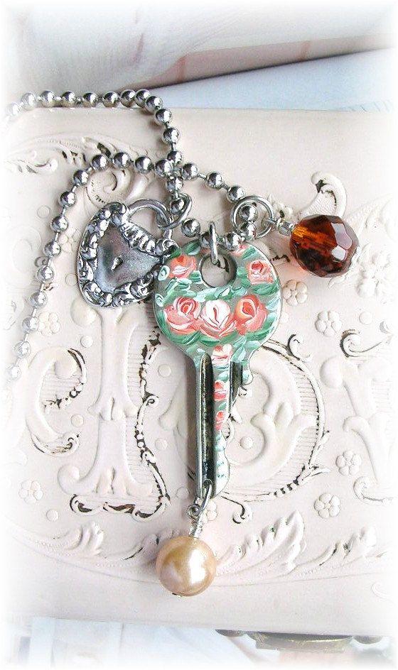Vintage Schlüssel Charm Halskette gemalt Shabby von TheVintageHeart