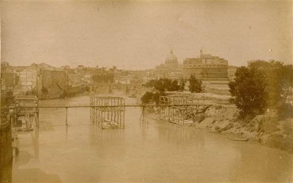 1877/78 autore non identificato . Passarella di Ripetta in costruzione. Albumina da negativo di vetro,