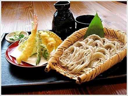 """""""@Japan_Food_Oisi: Tempura and cold soba noodles with dipping sauce - 天ぷら&ざるそば  #jpn_food #Oisii #japan"""""""