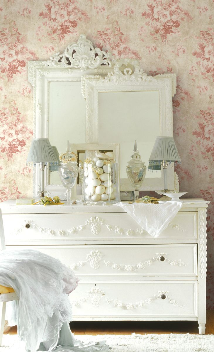LOVE those stacked mirrors and that dresser! So pretty!