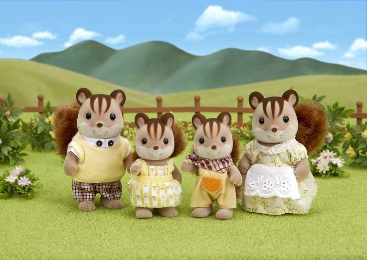 Έχουν φουντώσει τις ουρίτσες τους, θέλουν τόσο πολύ να σας κάνουν καλή εντύπωση. Sylvanian Families GR ♥ Walnut Squirrel Family ♥