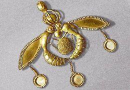 Minoan Bee Pendant (M‡lia, Crete 1800-1700 BC)