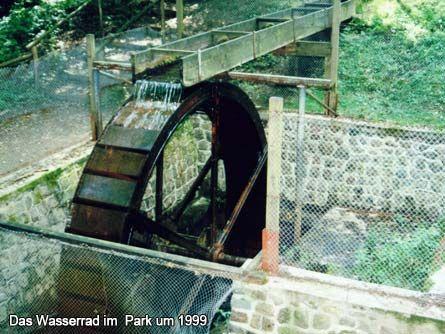 Das Wasserrad im  Park um 1999