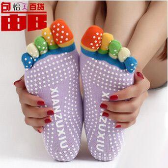Дешевое Новый йога носки чулки пилат спорт носит для йоги женские девушки дамы номера скольжению фитнес творческий пять пальцев, Купить Качество Носки йоги непосредственно из китайских фирмах-поставщиках: