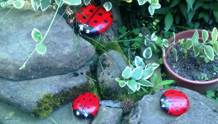 Поделки из камней своими руками: фото изделий из морских и речных камней для детей и сада