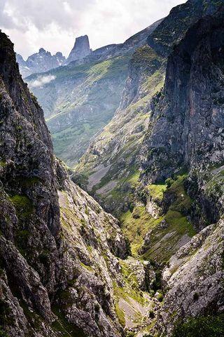 El Naranjo de Bulnes, visto desde Camarmeña (Asturias)