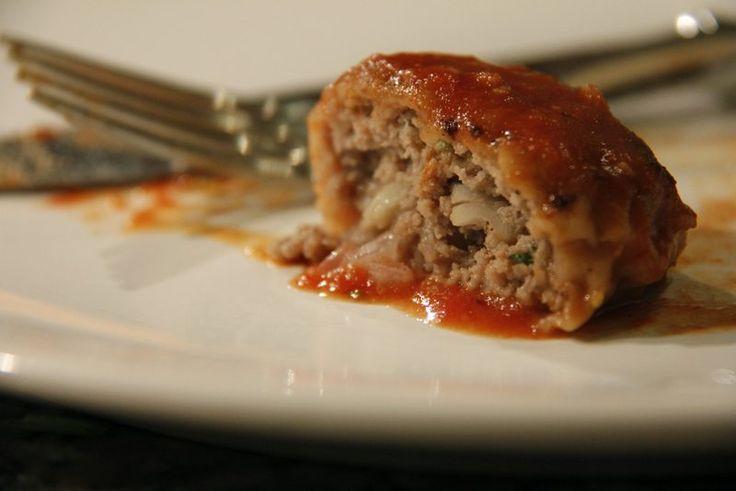 Recept voor heerlijke spaanse gehaktballetjes in tomaten saus. Lekker voor bij een tapas borrel.