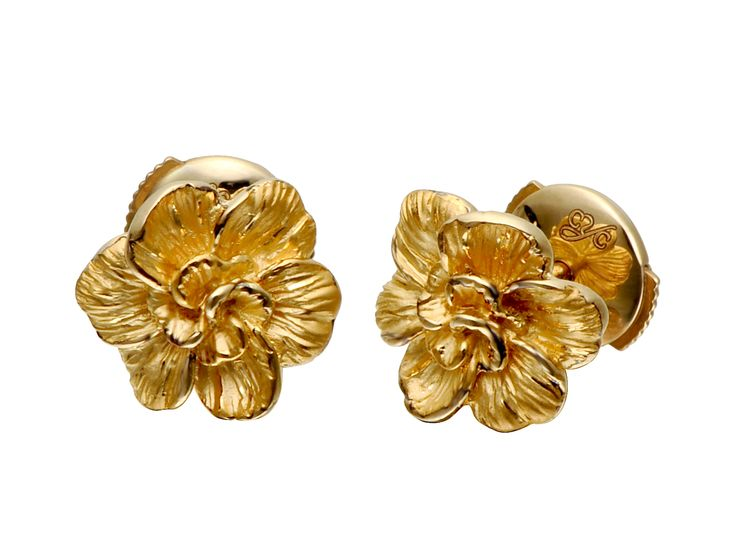 Gardenias earrings in yellow gold.  www.carreraycarrera.com