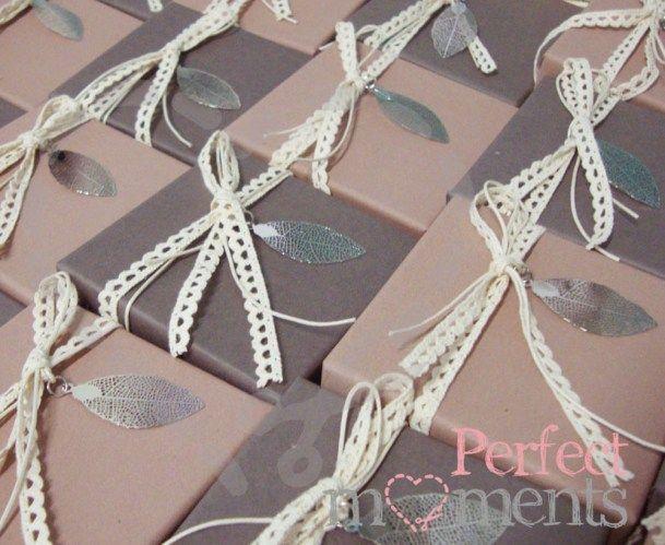 Μπομπονιέρα γάμου Κουτί με φυλλαράκι ασημένιο