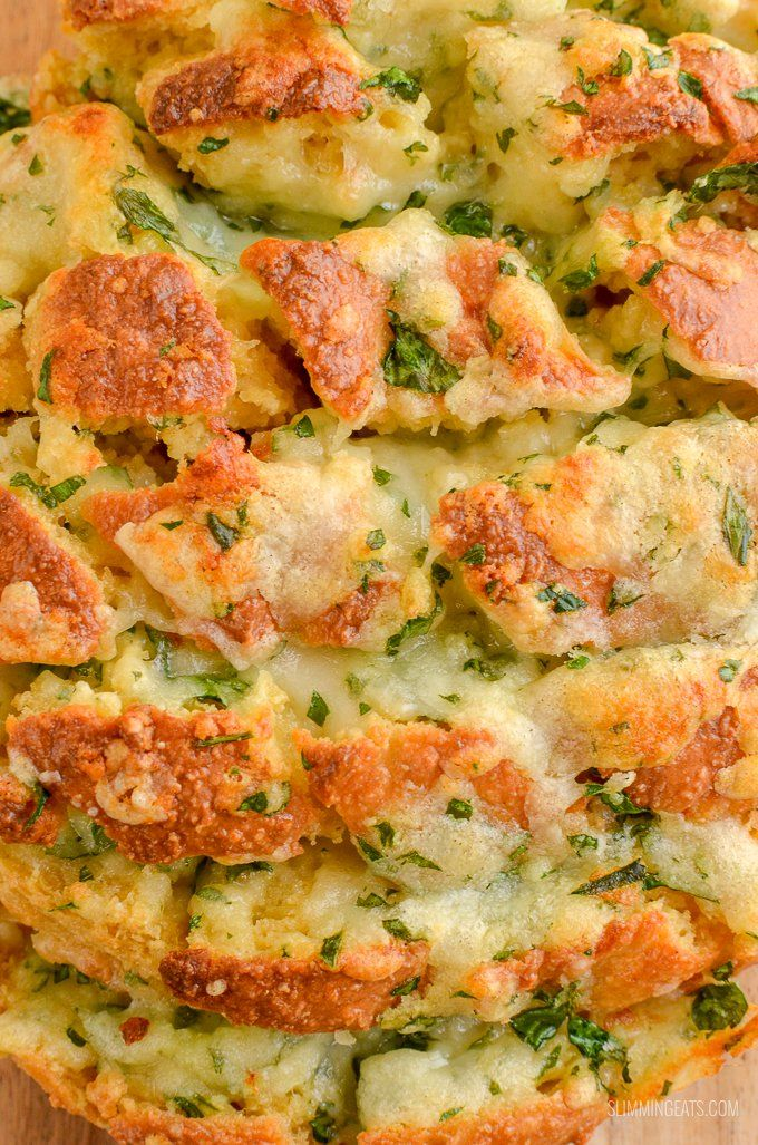 Everyone will go crazy for this Syn Free Pull-Apart Cheesy Garlic Bread - a perfect sharing side or party appetizer. This week I had serious cravings for Garlic Bread. Gluten Free, Vegetarian, Slimming World and Weight Watchers friendly.   www.slimmingeats.com