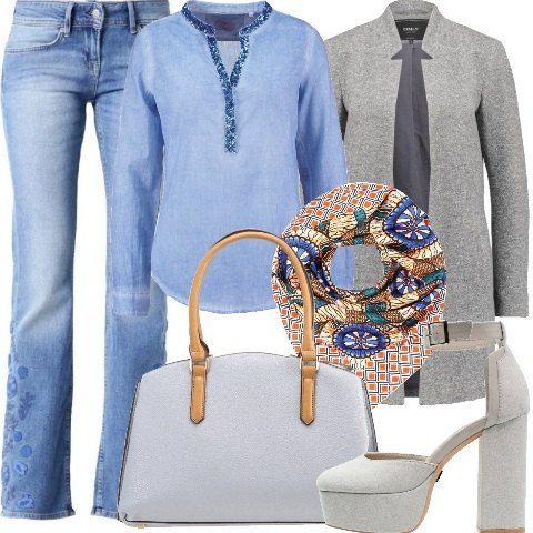 Un look primaverile molto glam in stile anni 70, adatto ad una serata trendy . Pantalone jeans, modello bootcut, con particolare fantasia floreale in tono, abbinato alla camicia in cotone con colletto alla coreana bordato da paillettes celesti, chiusura a bottoni. Blazer lungo in cotone, grigio melange, colletto bavero e tasche laterali, ravvivato dal foulard anni 70 in seta multicolor. Scarpe e borsa abbinate in grigio chiaro, la borsa a mano è molto capiente grazie al doppio scomparto…