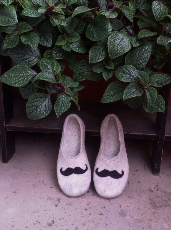 Men house shoes  felted wool clogs  felted wool by KadabrosFelt