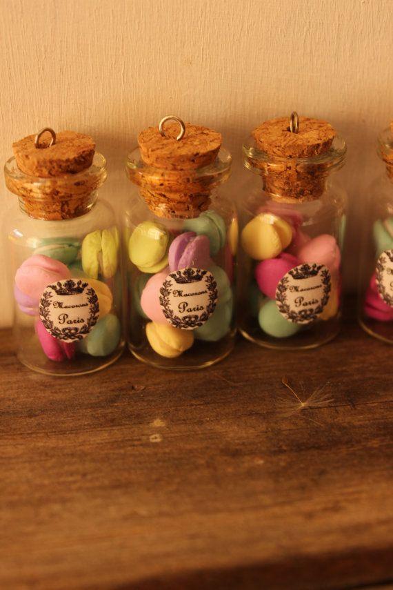 Guarda questo articolo nel mio negozio Etsy https://www.etsy.com/listing/189450646/macarons-in-a-jar-necklace-romantic