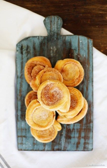 Zuckerzimtundliebe Kanelbullar cinnamon rolls Mascarpone Trifle Dessert Apricots Blackberries Blueberries