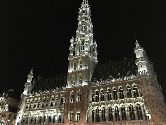 The city hall of Brussels and the buildings near it are even more beautiful in the dark. Fell in love with Grand Place!
