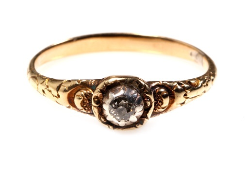 Beautiful old mine cut diamond ring set in 18k gold, circa 1780-1830.    Size 5.75, can be sized.