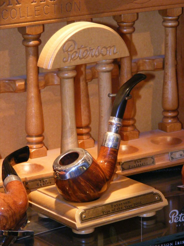 One of my all time favourite Peterson pipes.The magnificent 2002 Pipe of the Year.
