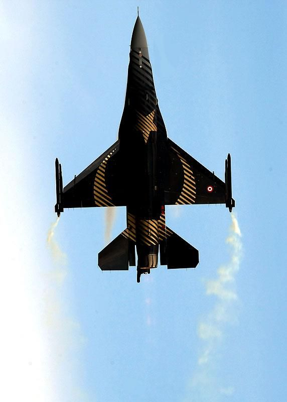 F-16 Solo Turk – Mike OxLong