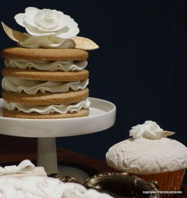 Cupcake: vintage white and gold dessert spread