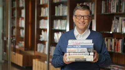 Hasil gambar untuk gambar bill gates membaca buku