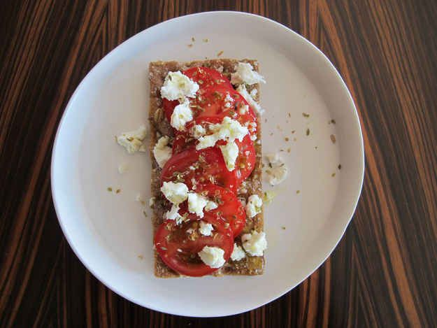 Tomato + Feta Cheese + Crispbread = Pizza-Inspired Flatbread