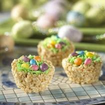 These adorable Easter nests are simply Rice Krispies treats molded into the shape of birds' nests using a muffin tin. The treats are then topped with coconut, jelly beans and/or chocolate Easter eggs. Make these treats with the kids, and serve at your Easter egg hunt...going to make these for easter