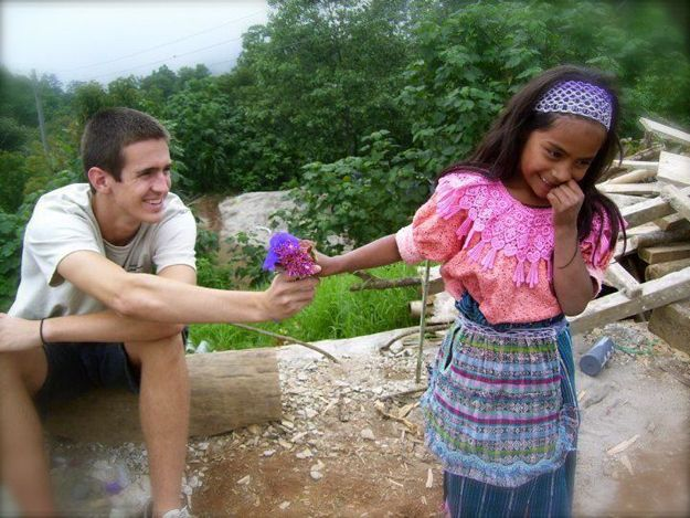 This interaction between a Guatemalan girl and a tourist she just met.  | 21 Pictures That Will Restore Your Faith In Humanity