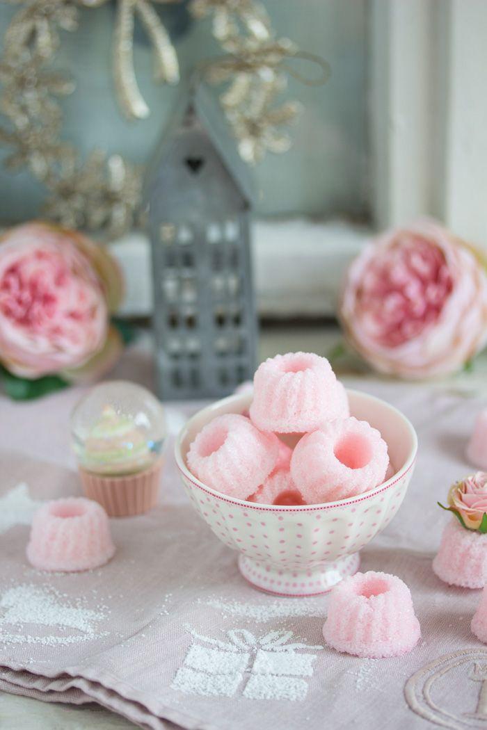 Rosa, rosa ist so wat von meine Farbe. Ich liebe sie einfach. Als ich diese zuckersüße Idee bei Schnin's Kitchen gesehen habe, war sofort klar, dass muss ich unbedingt in rosé probieren. Und …