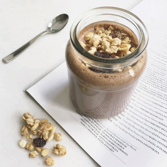 Смузи: банан + молоко hazelnut и соевое 1:1 + 1 ч.л. какао без сахара